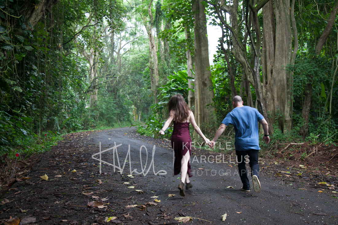 Engagement Portraits Session at Kaneohe forest in Hawaii, Windward Oahu