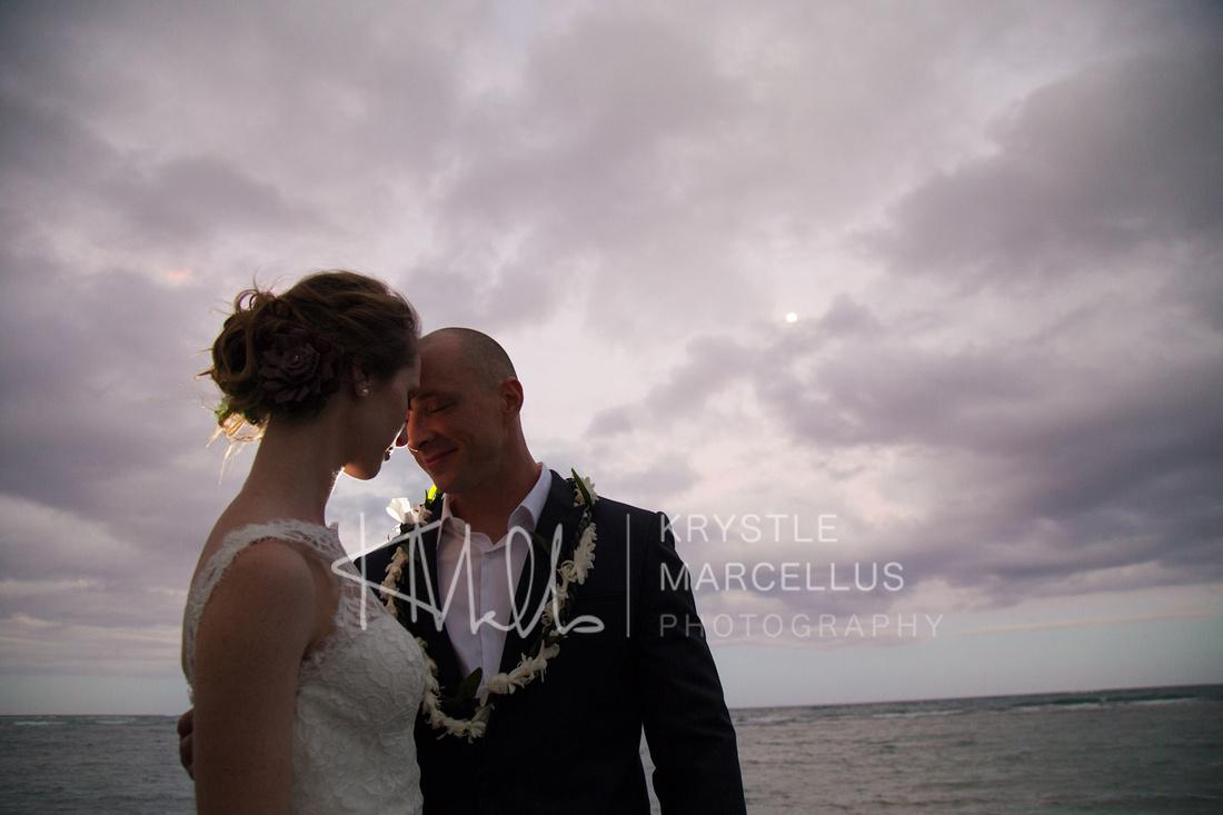 Wedding photos of a Hawaiian beach wedding on the North Shore of Oahu
